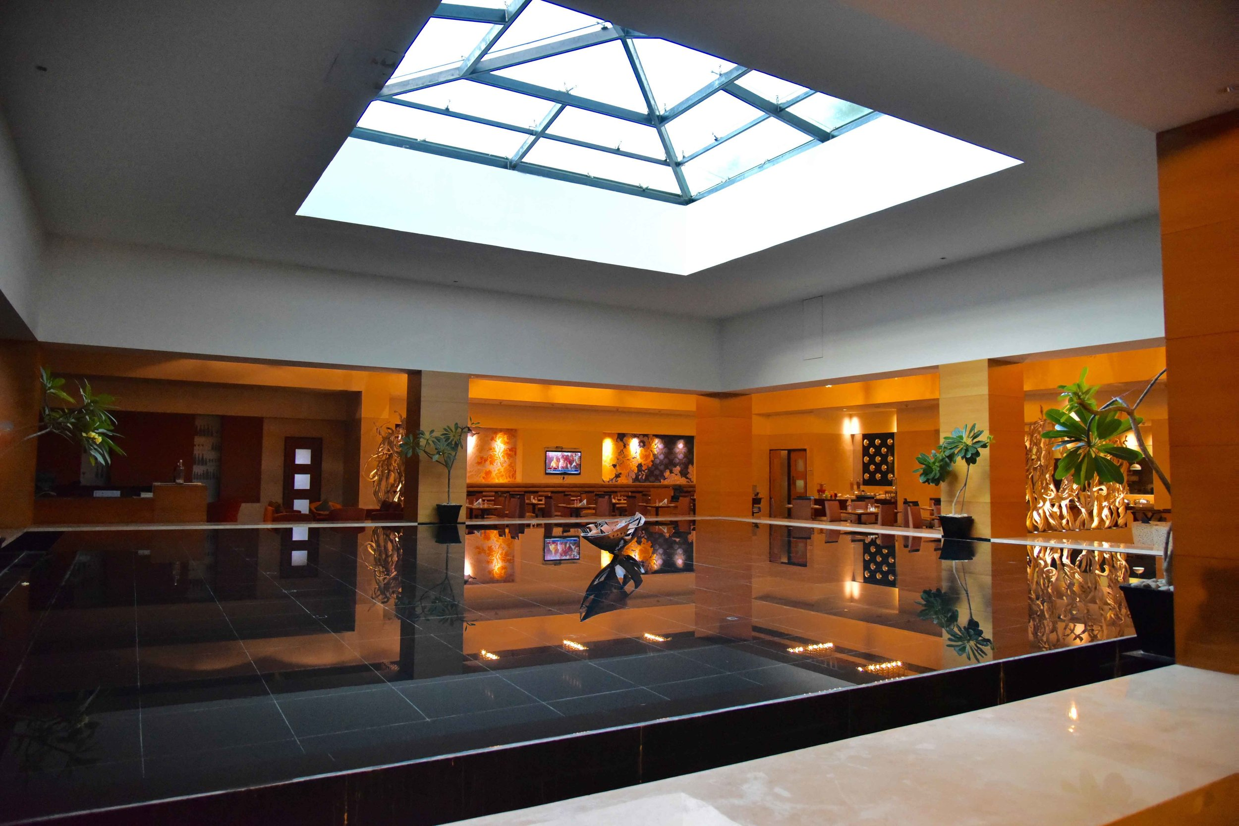 Lobby with coffee shop, Radisson Blu Hotel, Ranchi, India. Image@thingstodot.com