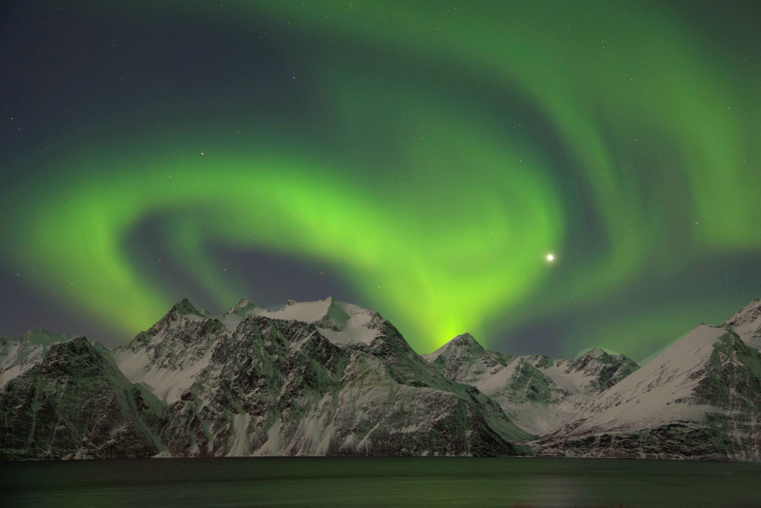 Northern Lights, Lyngen fjords, seen from the Lyngen Lodge, Arctic Circle, Norway. Image©thingstodot.com