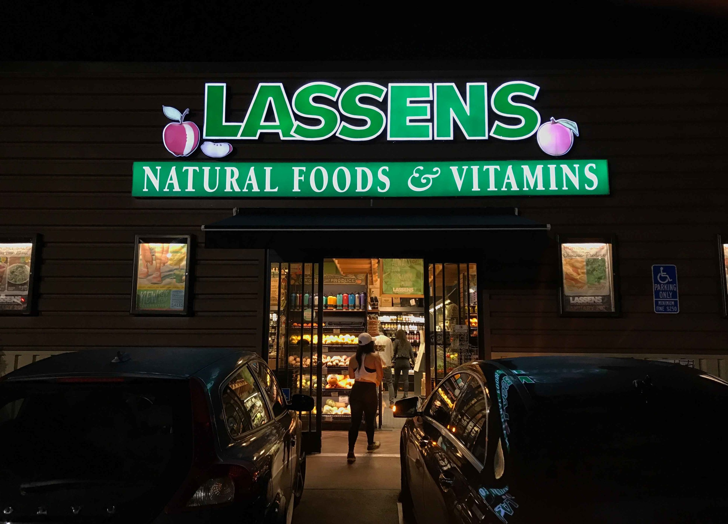 Lassens, natural food and vitamins, Los Angeles, USA. Image©thingstodot.com