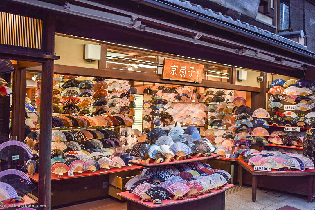 Shops around Kiyomizu Dera, Kyoto, Japan. Image©www.thingstodot.com