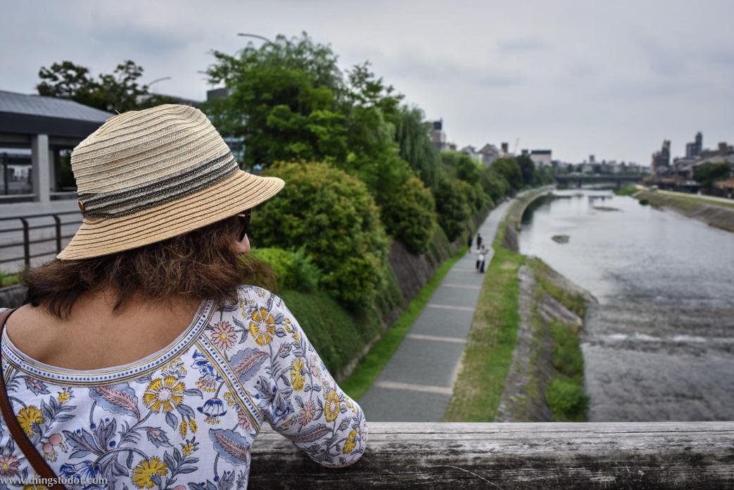 Kamogawa River, Shinbashi bridge, Kyoto, Japan. Image©www.thingstodot.com