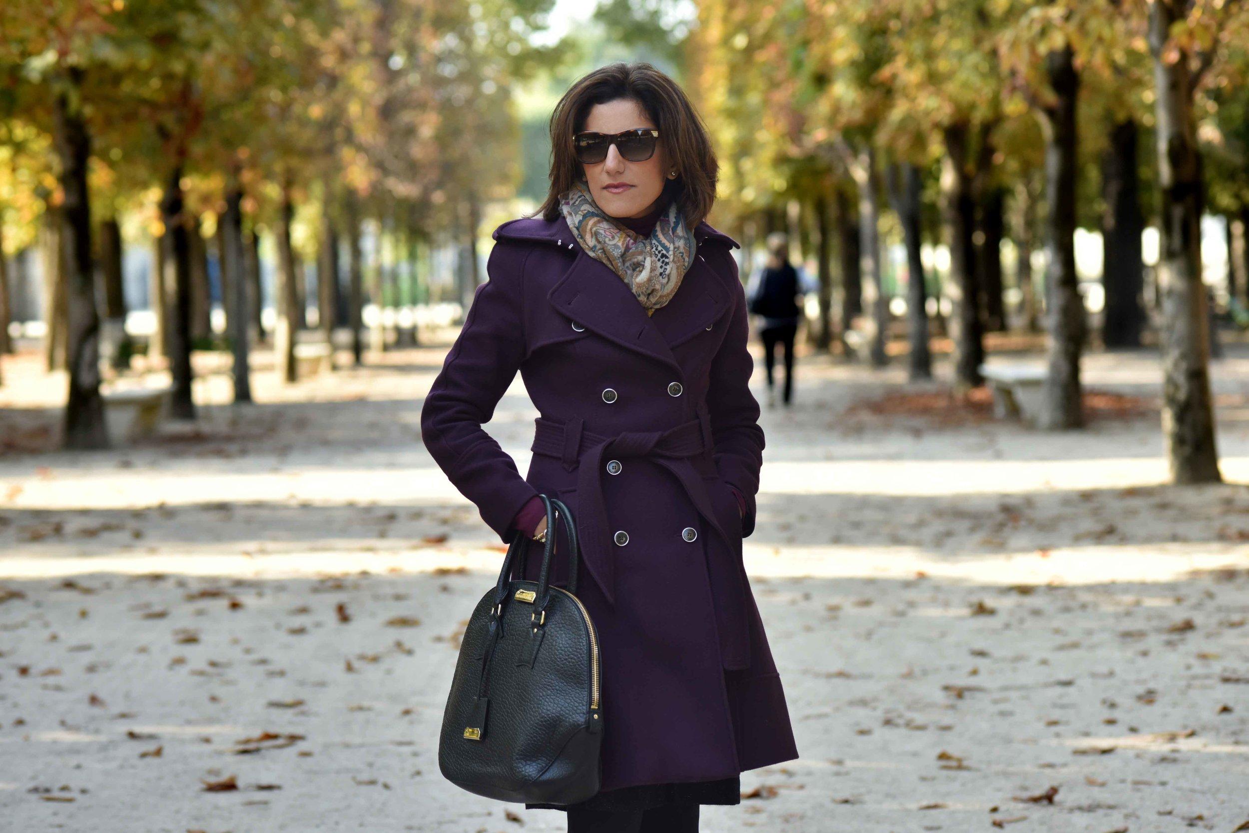 Karen Millen fall/winter coat, Burberry bag, Jardin des Tuileries, Paris, France. Photo: Nina Shaw. Image©www.thingstodot.com.