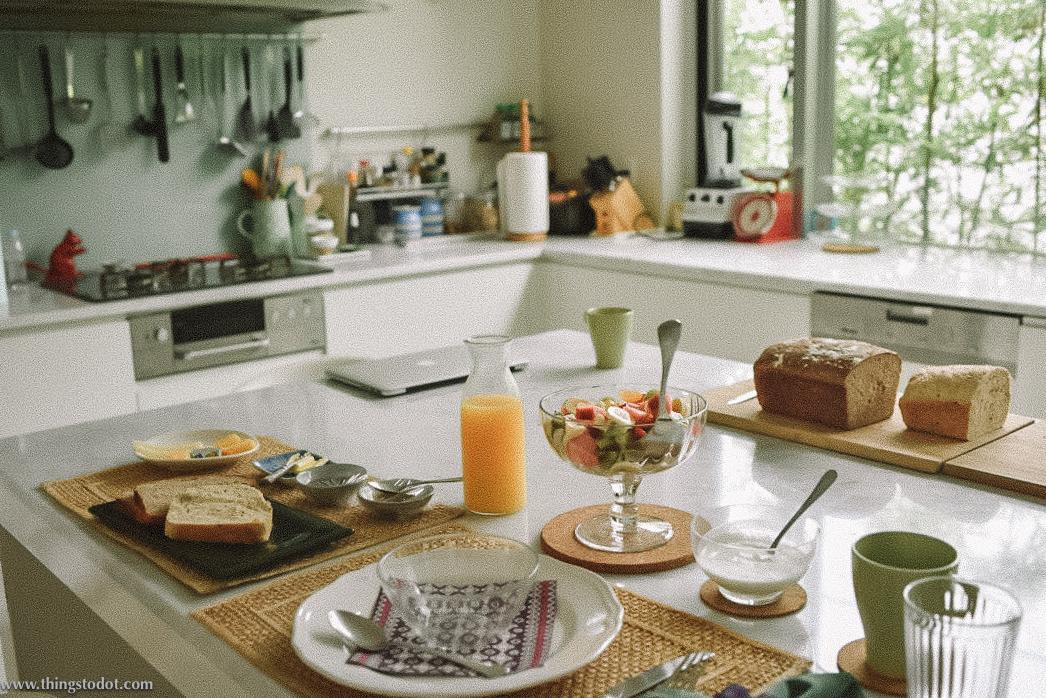 Western breakfast, Airbnb, Tokyo, Japan. Image©www.thingstodot.com.
