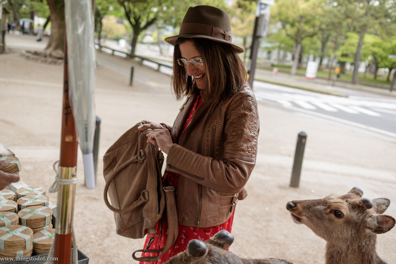 Nara Park, buying deer crackers, Nara, Japan. Photo: Kosuke Arakawa (www.kosukearakawa.com). Image©www.thingstodot.com.