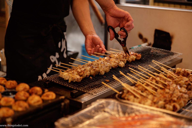 Street food, Dotonbori, Osaka, Japan. Photo: Kosuke Arakawa, www.kosukearakawa.com. Image©www.thingstodot.com.