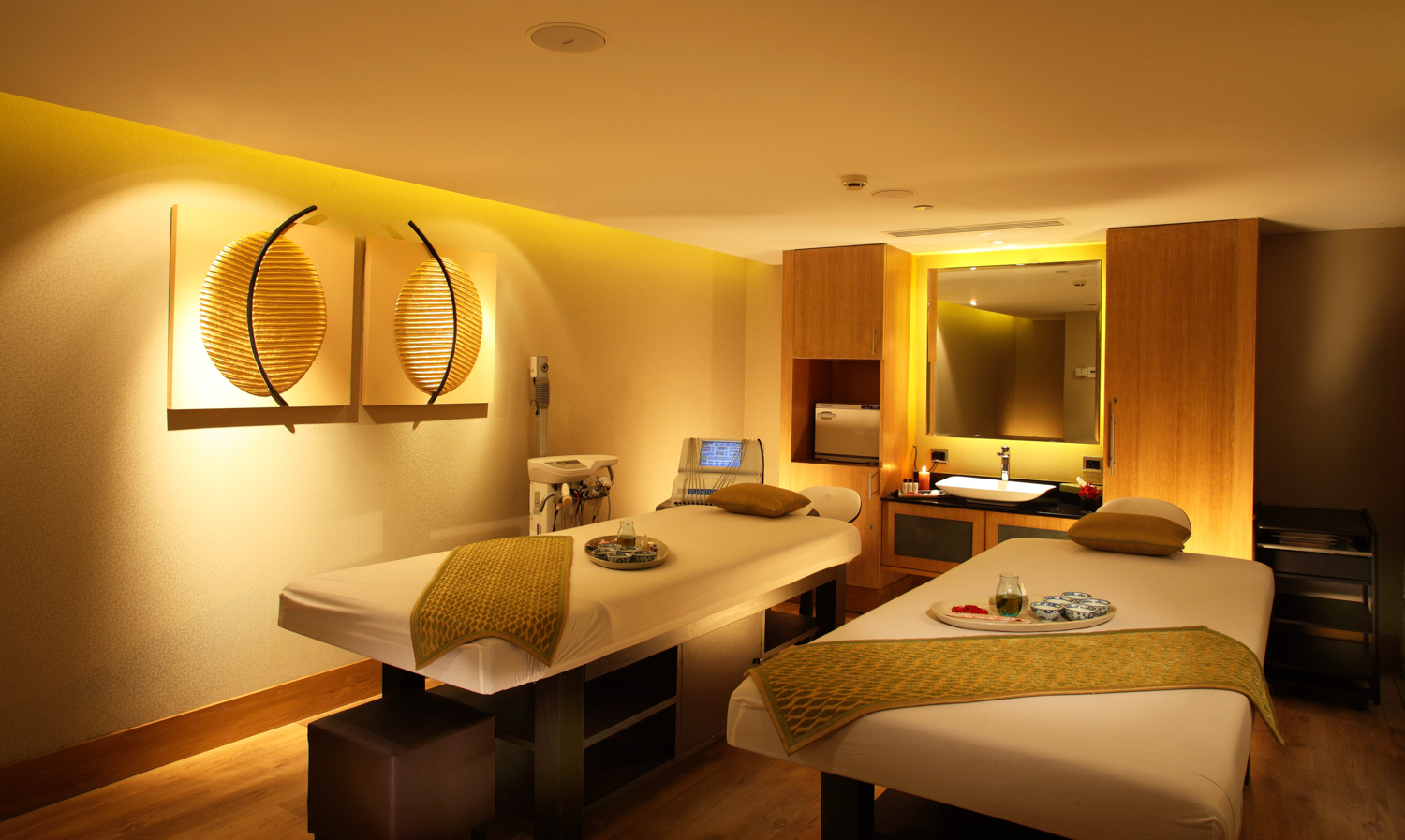 Radisson Blu Plaza Delhi Airport Hotel, R - The Spa. www.thingstodot.com.