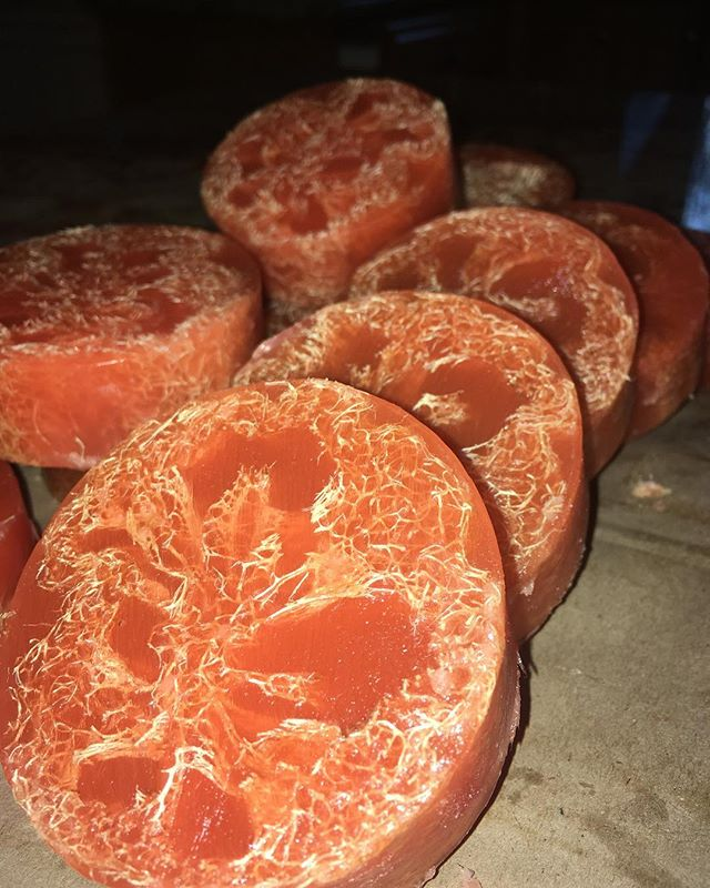Wake up in the morning with the juicy scent of citrus 🍊 These loofah-embedded glycerin Soaps will leave your skin feeling smooth and your mood cheerful! #buylocal #freshbatch #handcraftedsoap #vegan #allnaturalbodycare #glycerinsoap #soapcutting #loofahsoap #natural #soapsandsalves #soy #wholesome #selfcare #bodycare
