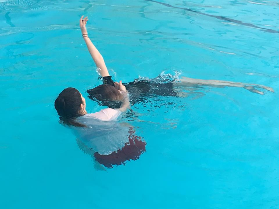 Turning an unconscious casualty in water