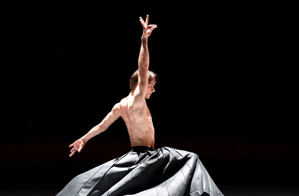 "Friedemann Vogel in ""Kaash"" by Akram Khan Photo ©Stuttgart Ballet"