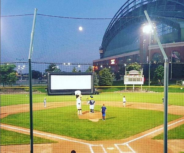 milwaukee outdoor movie screen rental