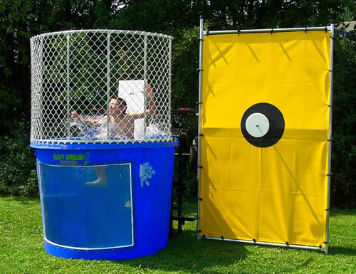 Rent a dunk tank in Milwaukee, Waukesha, Mequon, Pewaukee, and all of SE WI.
