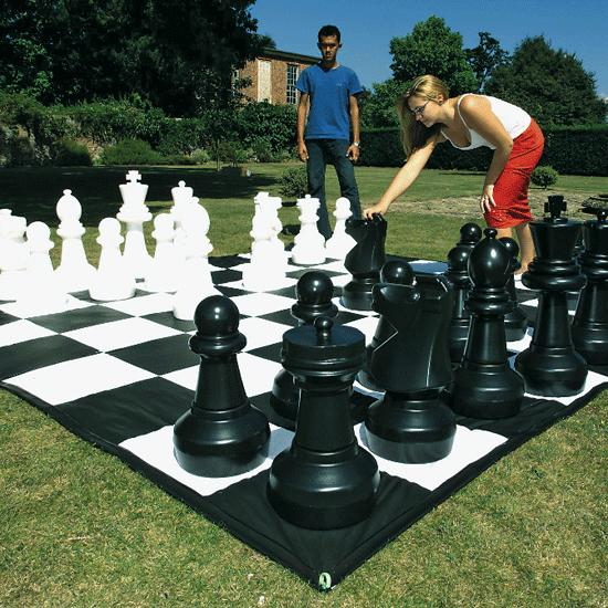 milwaukee lifesize chess rental
