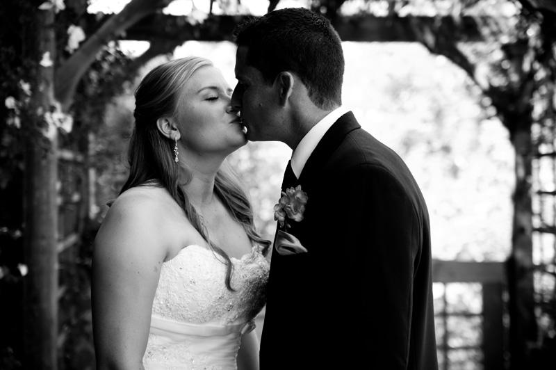 Bride and Groom first look kiss in Petaluma, CA