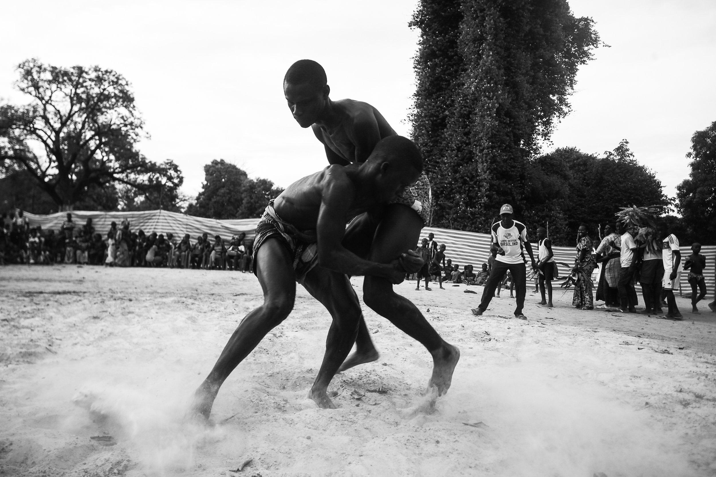 Les Jeunes Lutteurs de Barafaye-2.jpg