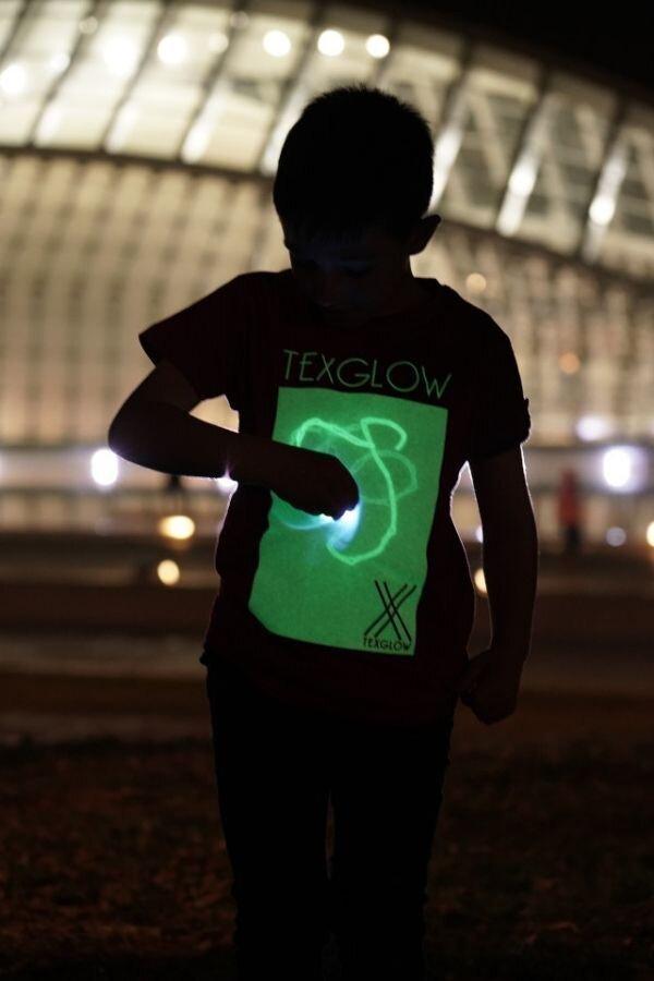 Camiseta luminosa interactiva - imagen: texglowco