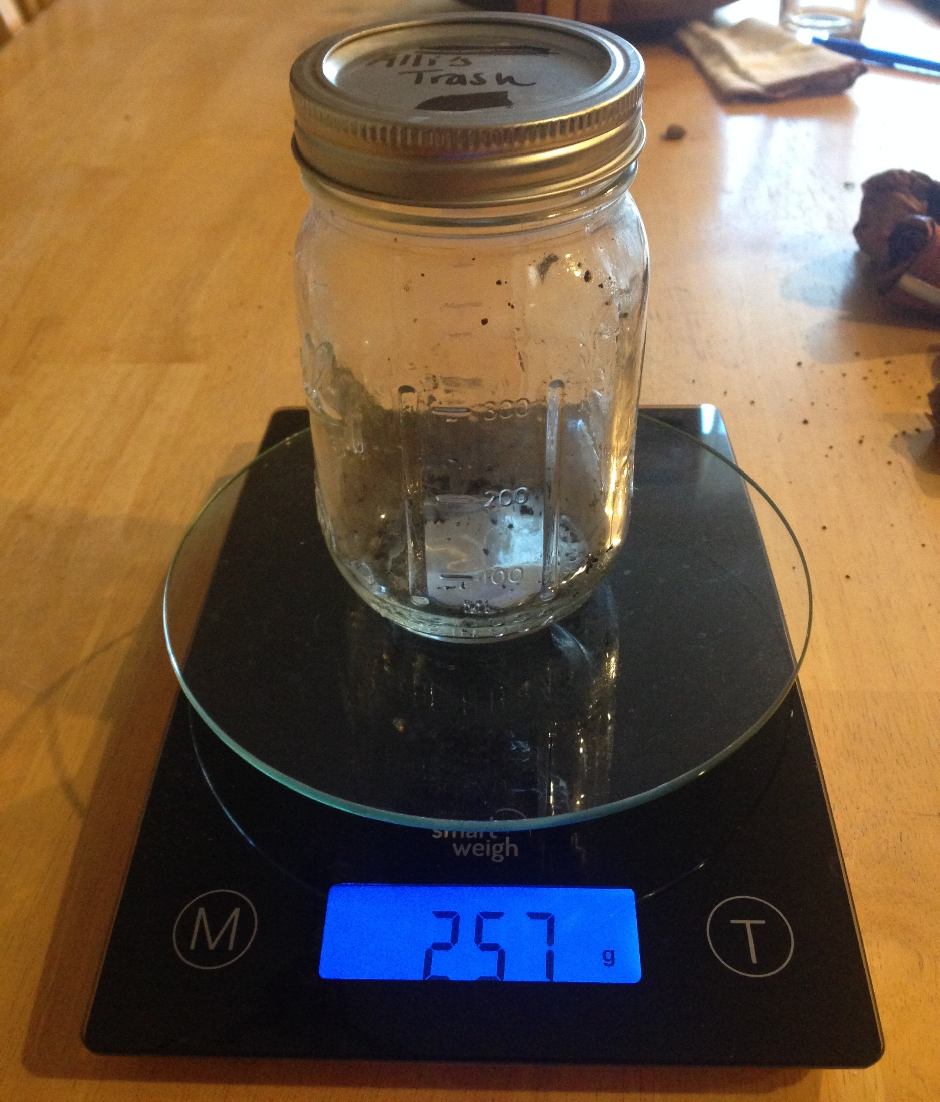 Empty mason jar weighing 257g