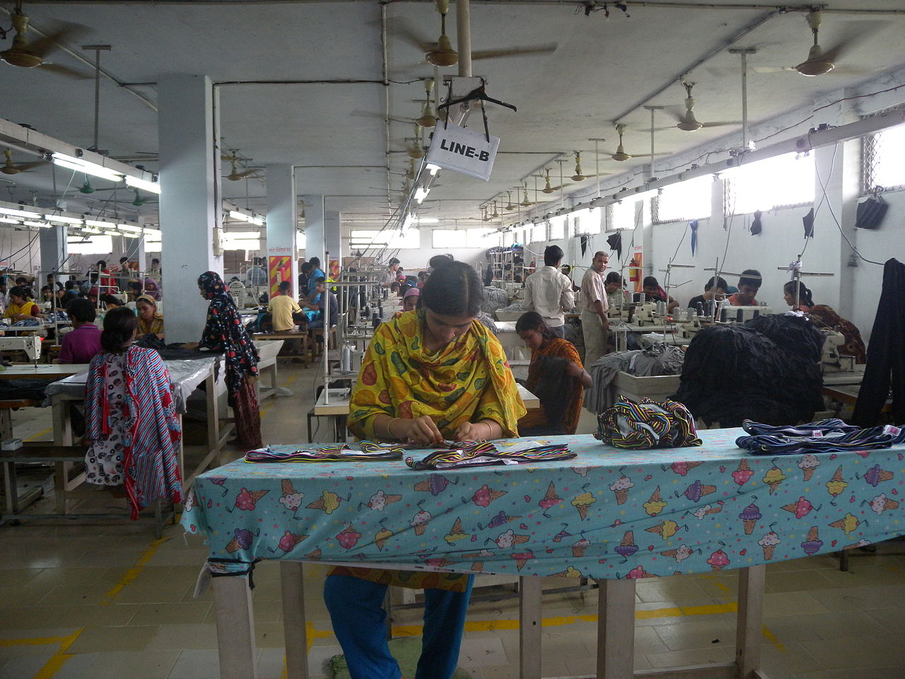 A clothing textile garment factory / assembly line in Bangladesh.Photo by: Tareq Salahuddin