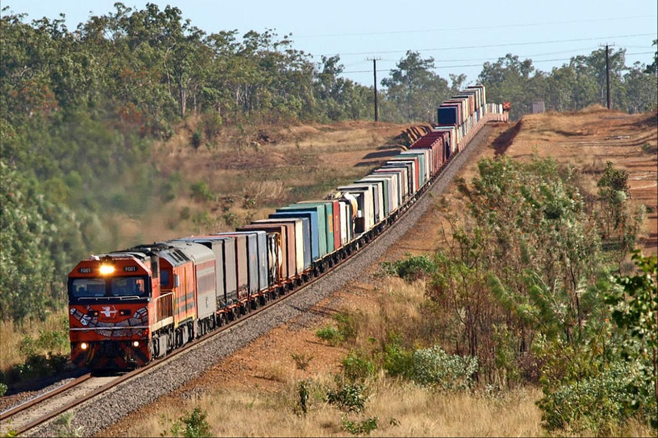 low_carbon_freight_cargo_train.jpg
