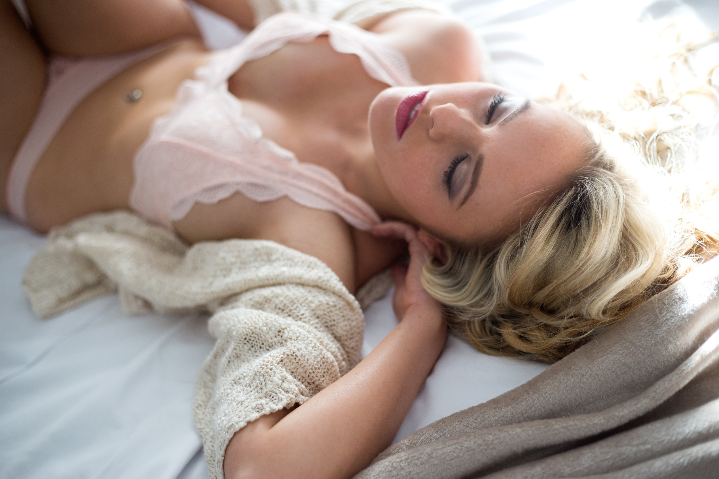 modest boudoir Columbus Ohio, classy, classic, flirty girl next door, sweater boudoir