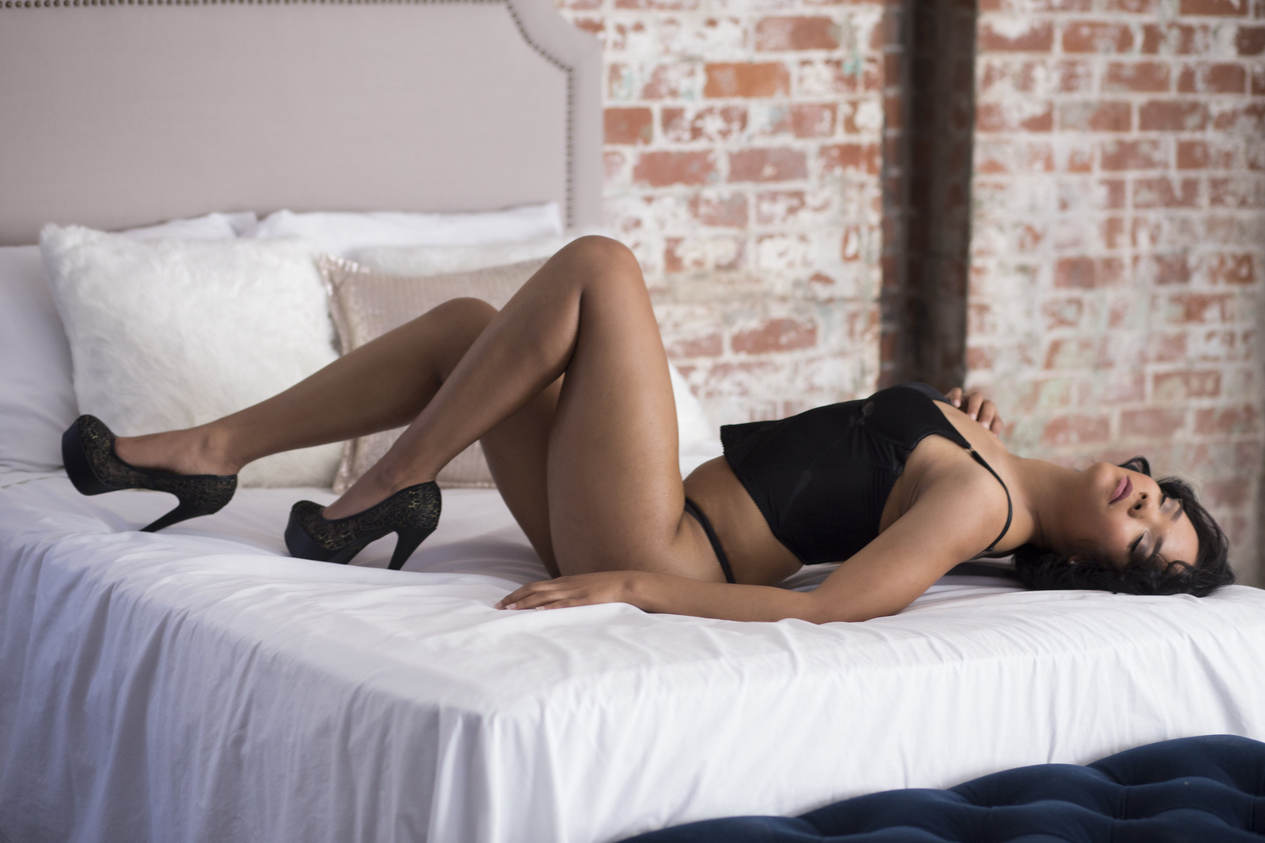 casual boudoir, modest sexy pictures, intimate photos, boudoir columbus, ohio sexy photos, pictures in your underwear, in my calvins, sensual photos, columbus boudoir photography, boudoir photographers columbus, downtown columbus boudoir, glamour photographer