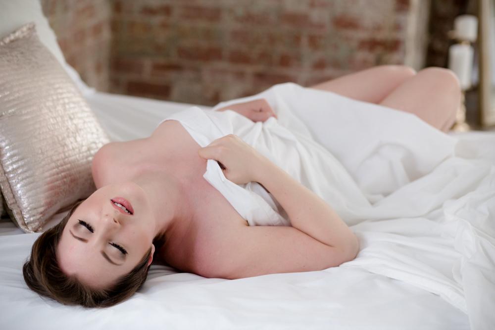white sheet boudoir, columbus boudoir, photography, nude pics columbus, sheet photos, sexy pictures, Columbus Ohio boudoir