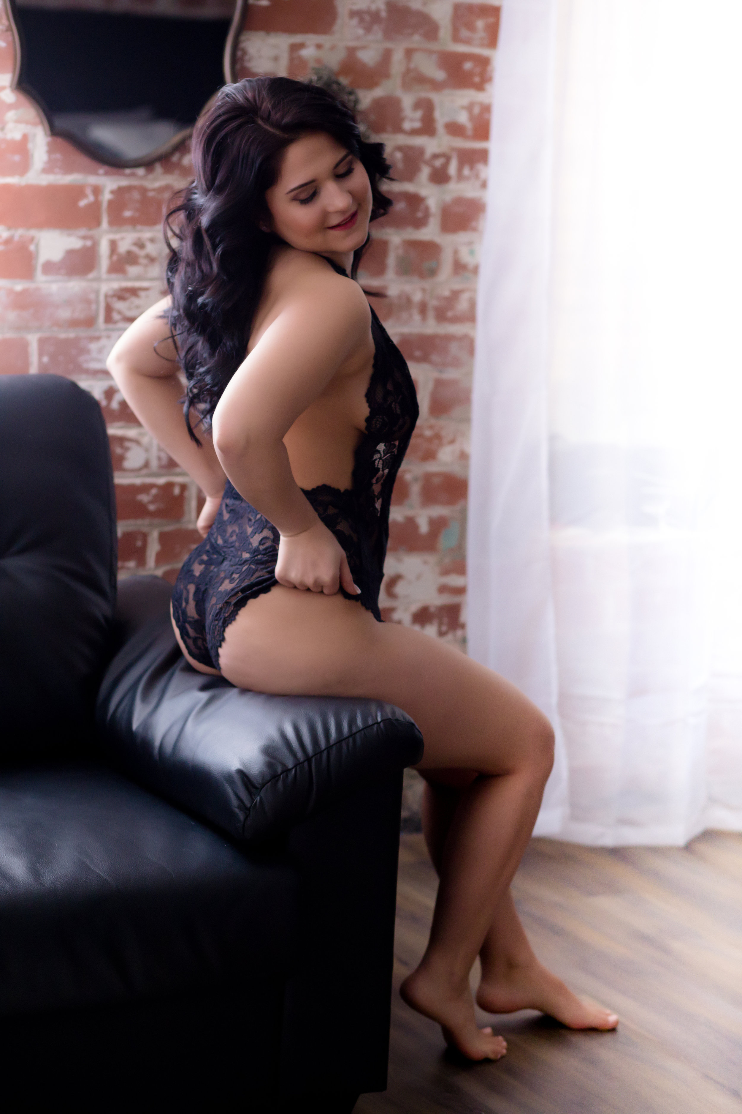 ohio boudoir photographer, sexy photo shoot, lingerie pics, bridal grooms gift, christmas gift ideas for men, intimate womens photographer columbus ohio