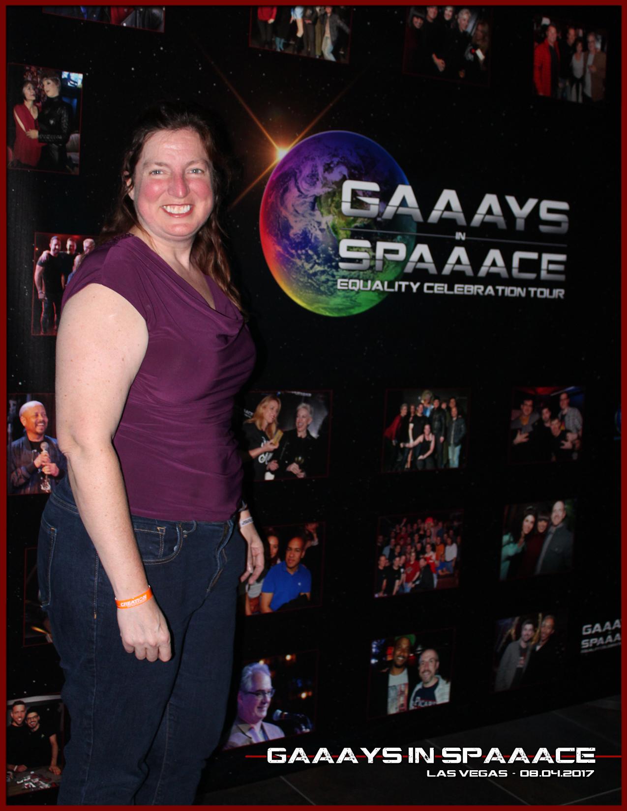 GIS-VEGAS-8-4-17-Fans-7.jpg