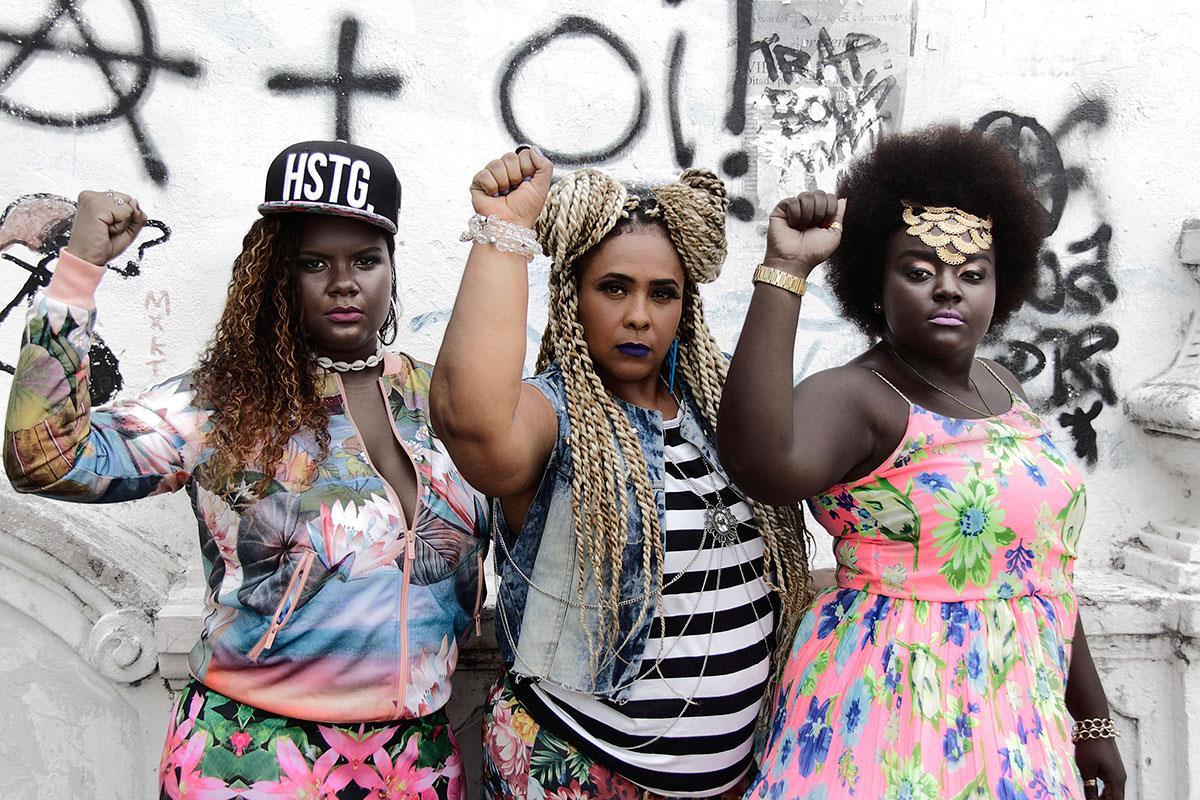 Billedet er taget af Helen Mozão; se flere af hendes billeder her:  https://blackgirllonghair.com/…/new-body-positive-photoser…/