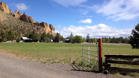 Rex House field parking relief for Smith Rock State Park