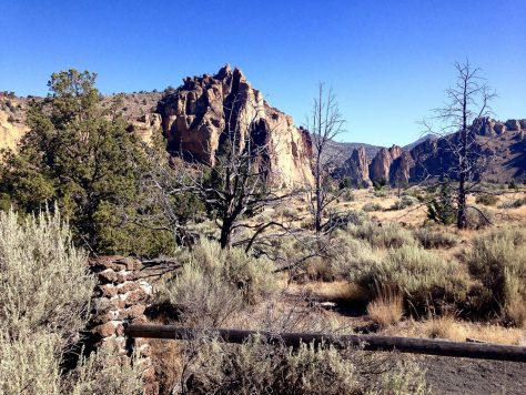 Smith Rock State Park fire Rim Trail start
