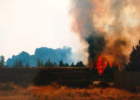 Smith Rock fire spreads to neighborhood
