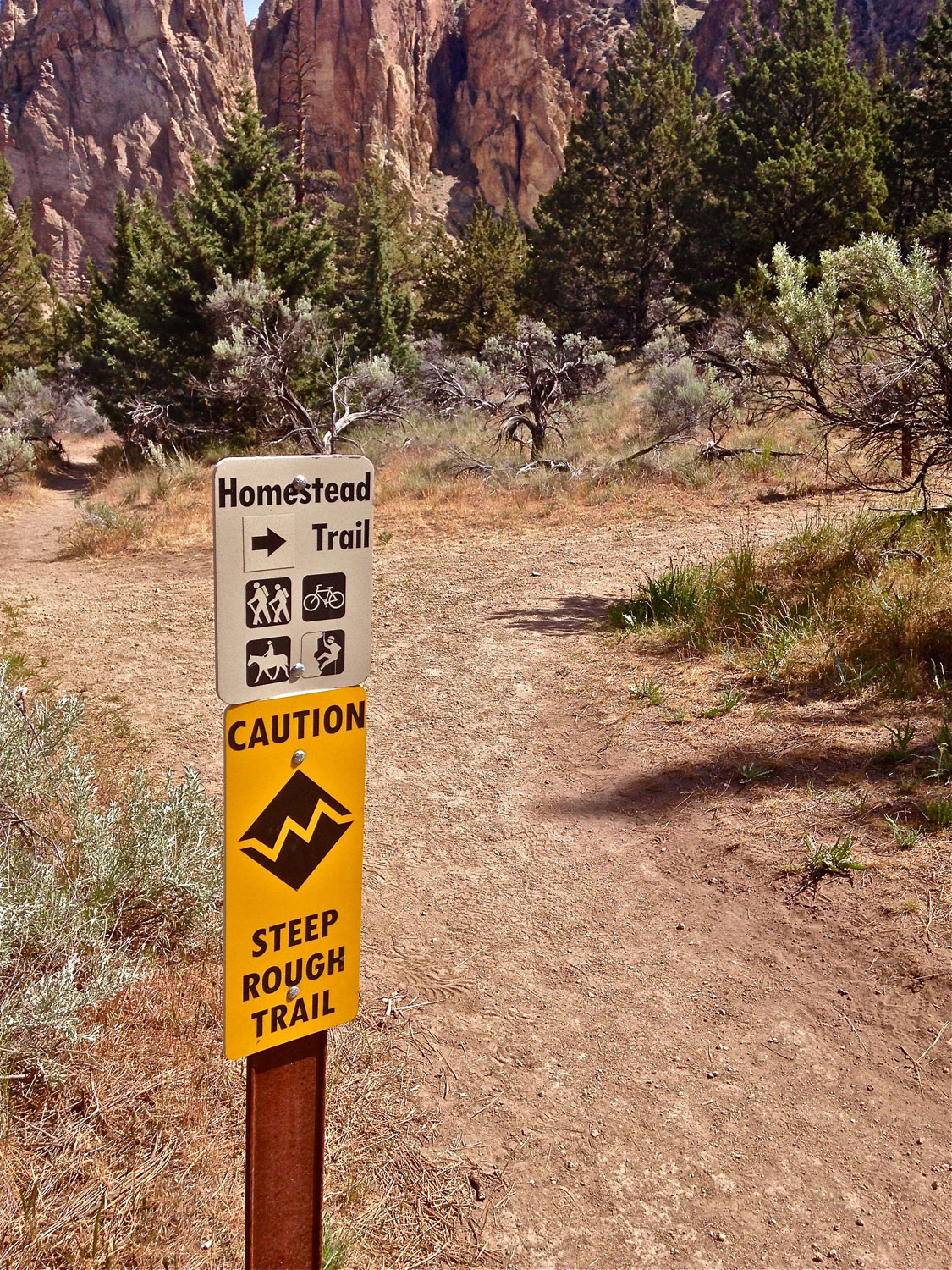 Homestead Trail signage to ascend out of the canyon to the Northern Point at Smith Rock State Park.