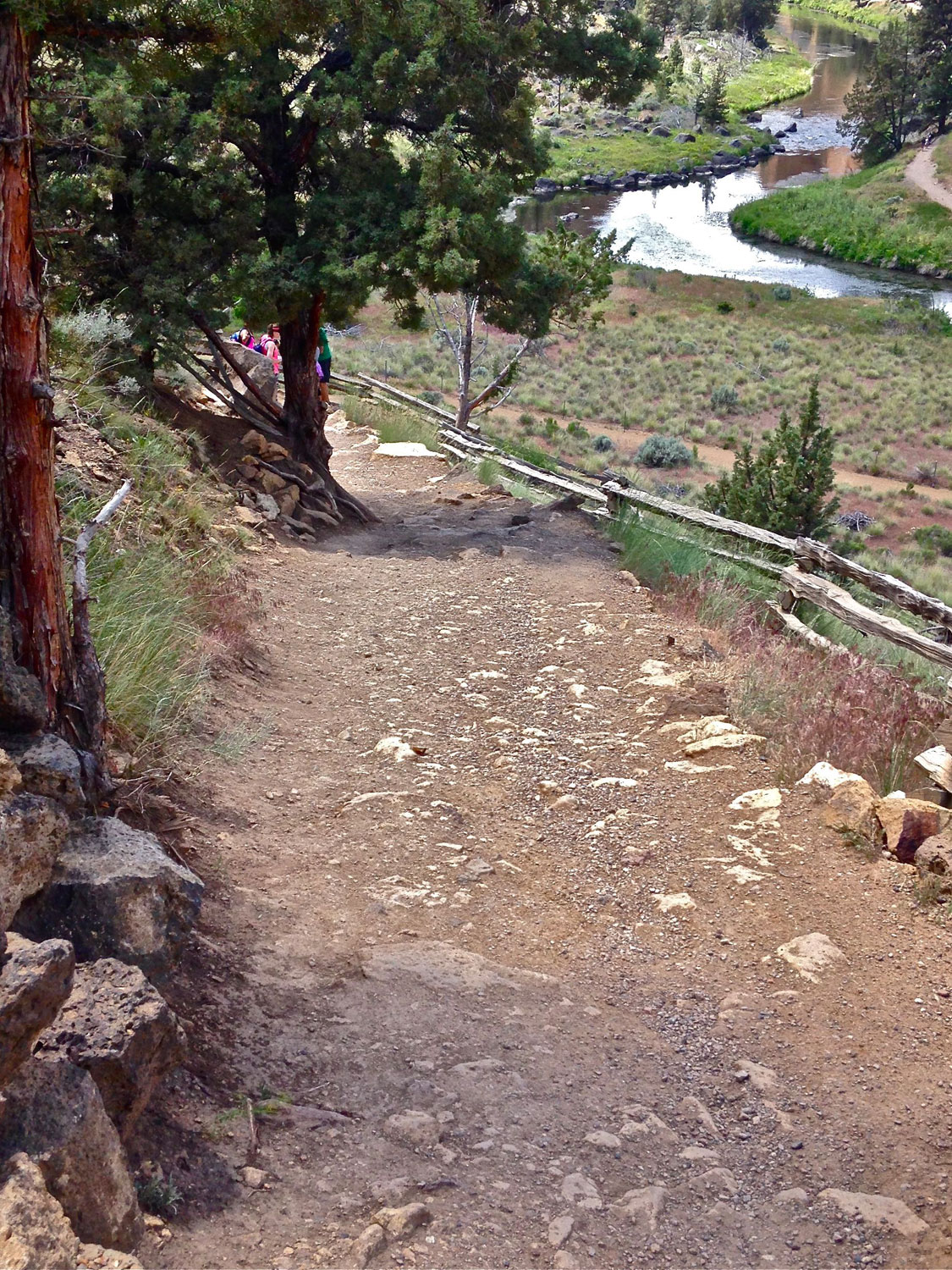 Start of the Chute Trail into Smith Rock State Park.