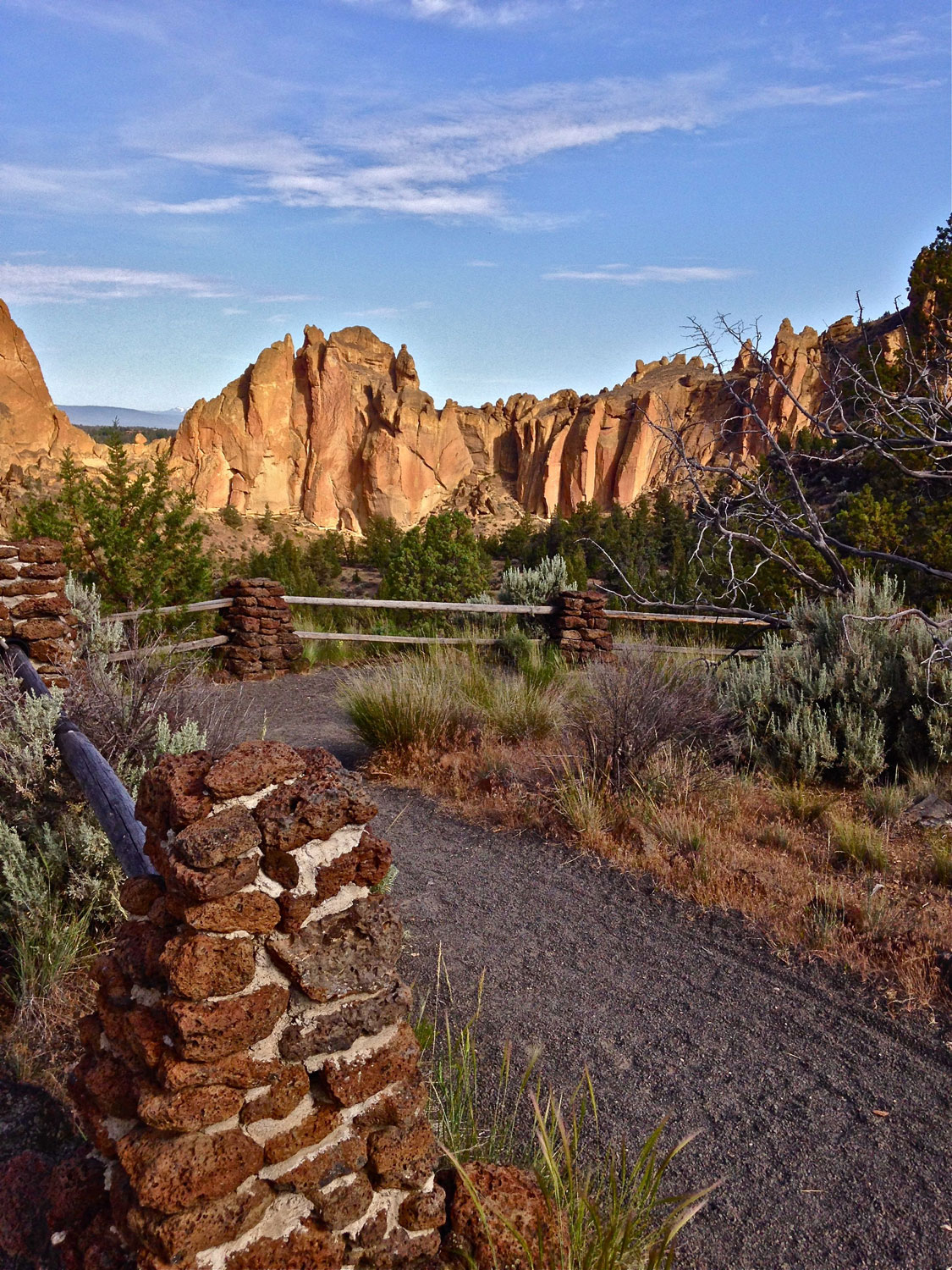 Continuation of the path away from the main climbing view area toward the campground at Smith Rock State Park.
