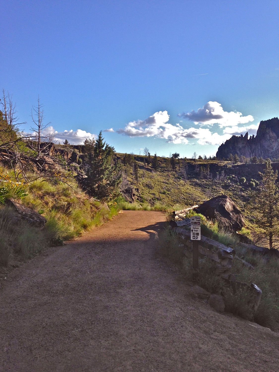 Start of Canyon Trail by the Overlook at Smith Rock State Park.