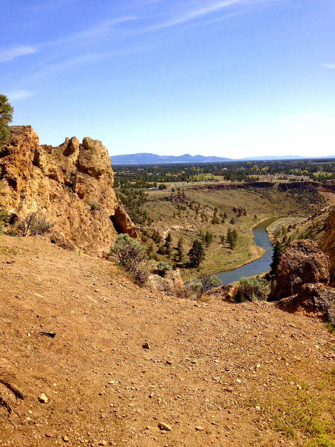 Views of the Crooked River below from the Summit Trail viewpoint at Smith Rock State Park.