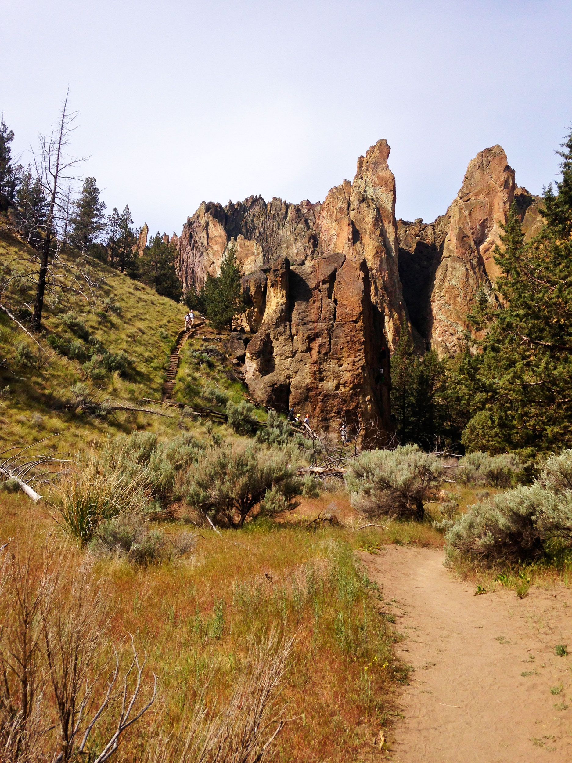 the Canyon Trail goes past climbing areas in Smith Rock State Park then along the Crooked RIver