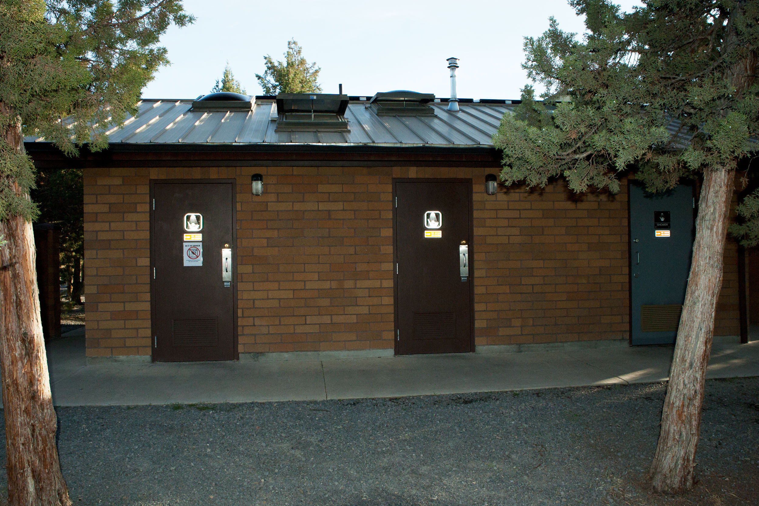 bathrooms and showers at the Bivy campground at Smith Rock State Park