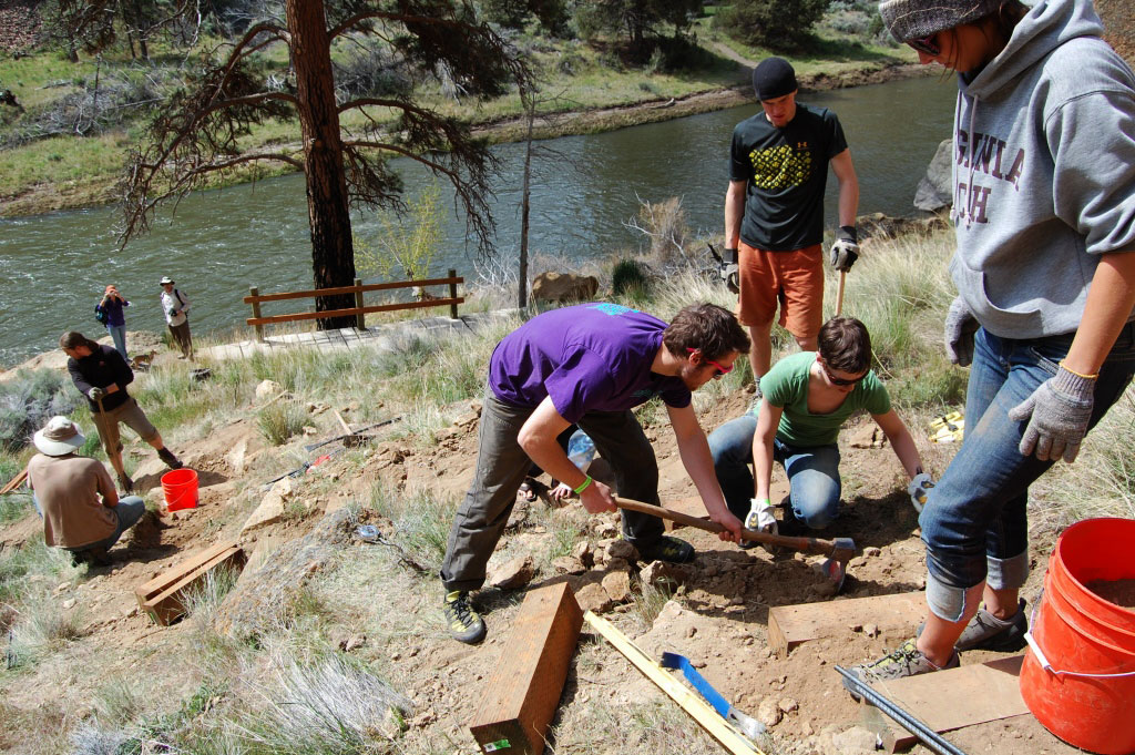 Smith Rock Spring Thing volunteers repair an eroded section of trail