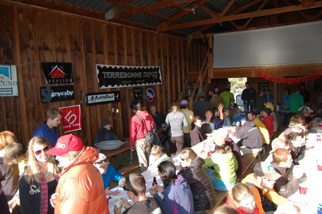 Smith Rock Spring Thing dinner, raffle, and auction for the volunteers