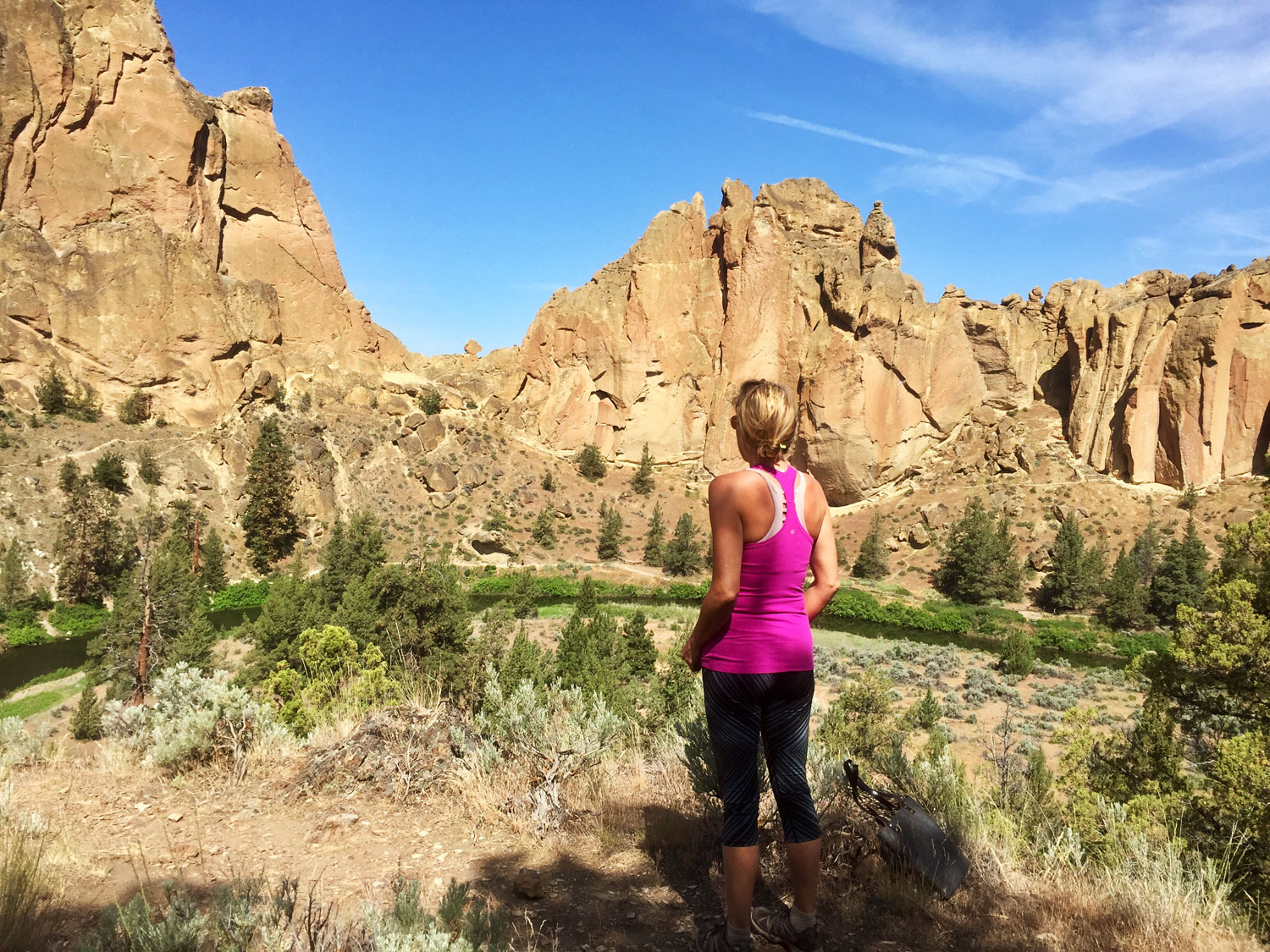 local Sunriver artist scopes out where to set up for the Smith Rock Paintout