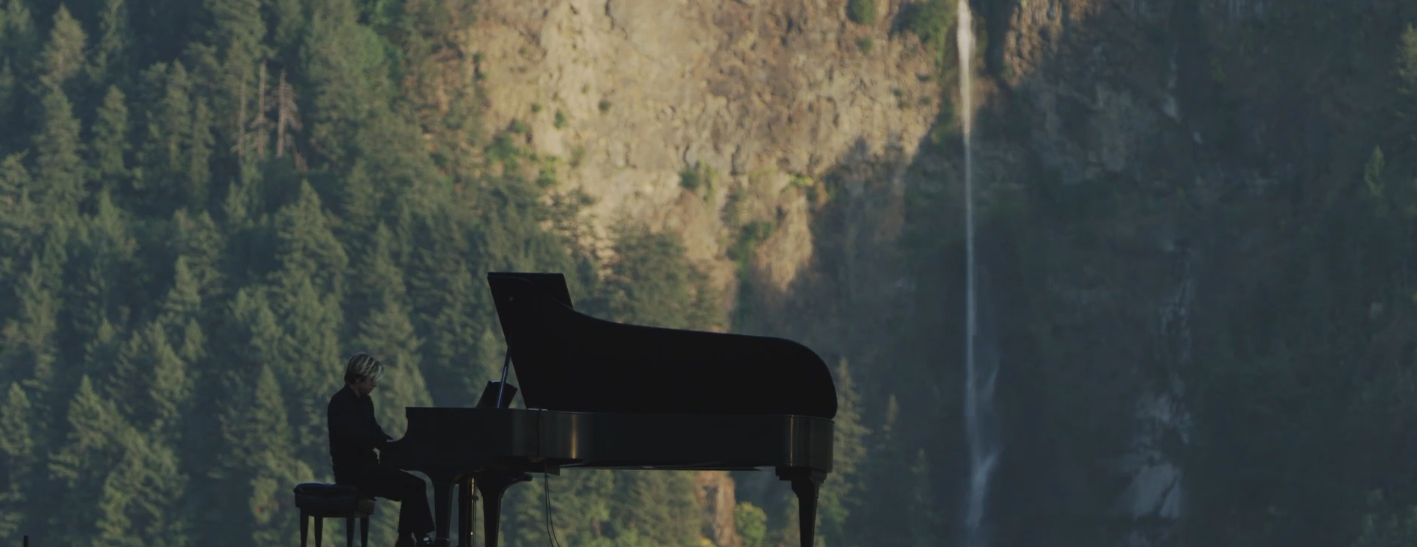 Hunter performs in the Columbia Gorge- click to enlarge