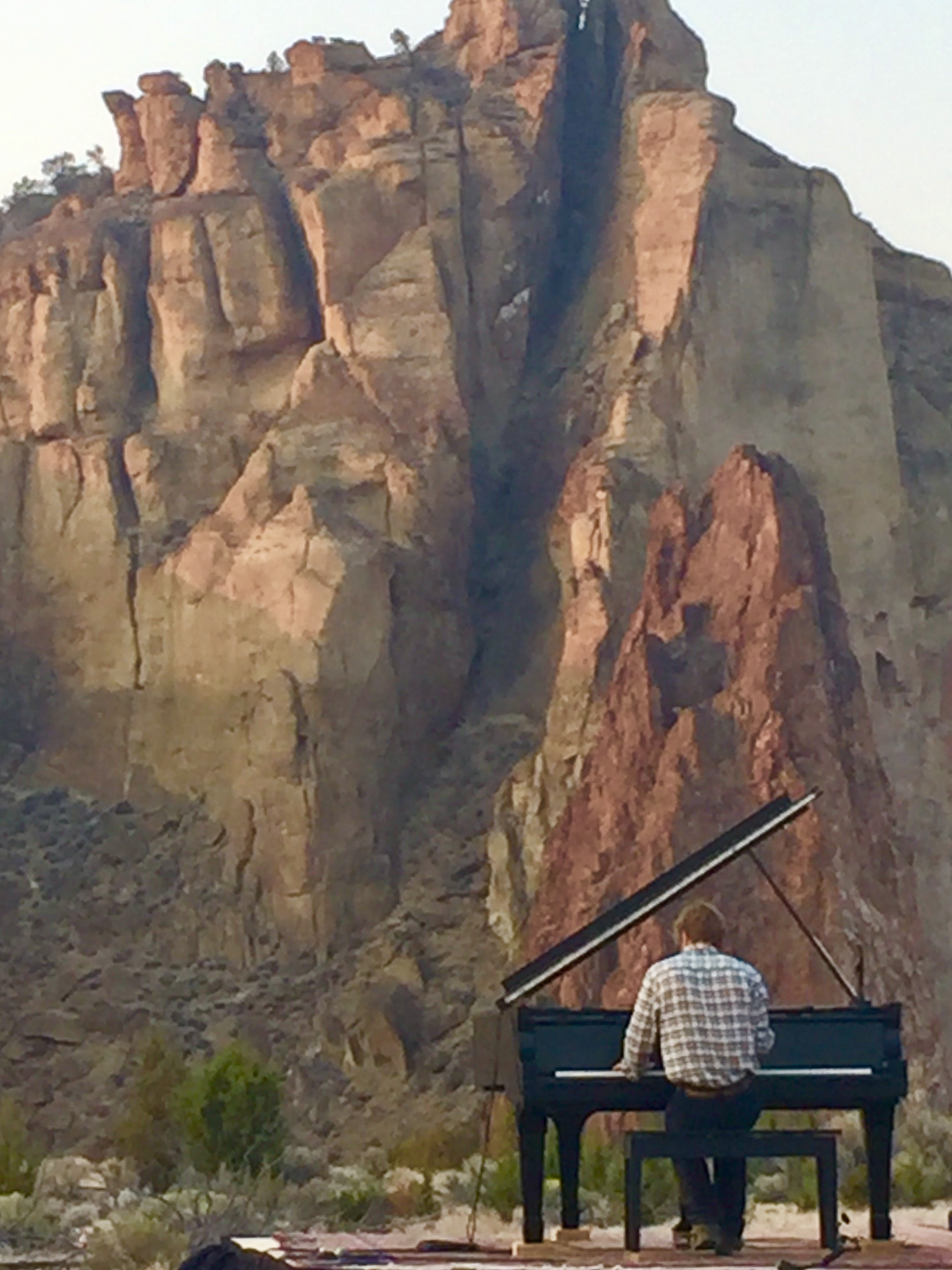 Hunter performs in 2018 at Smith Rock State Park- click to enlarge