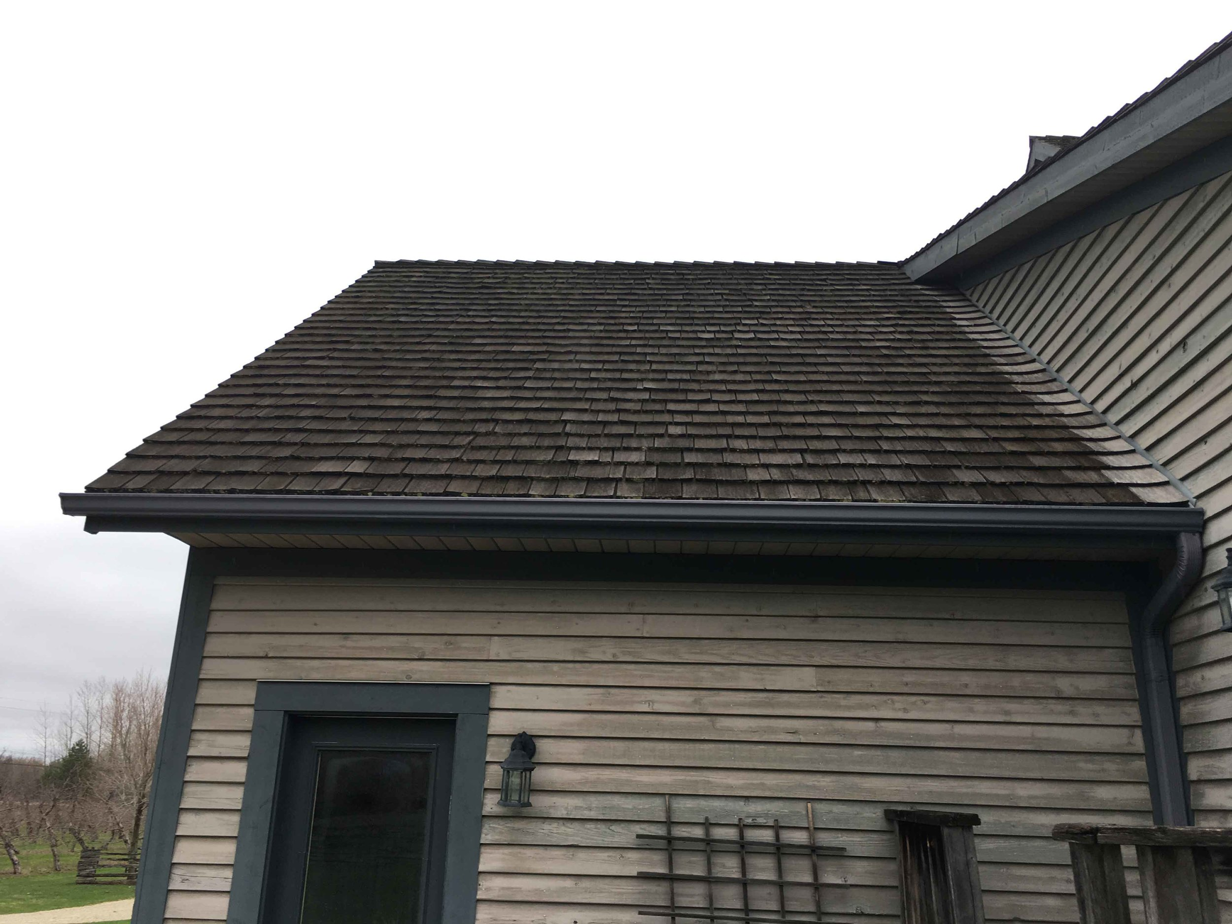Wood Roof Cleaning Toronto ON