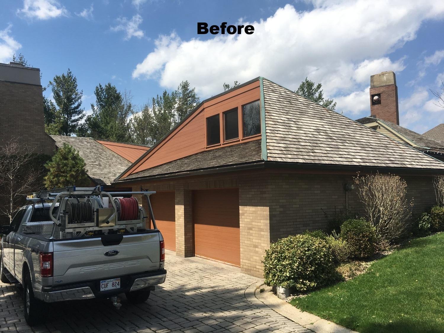 Cedar shake roof moss removal services Oakville