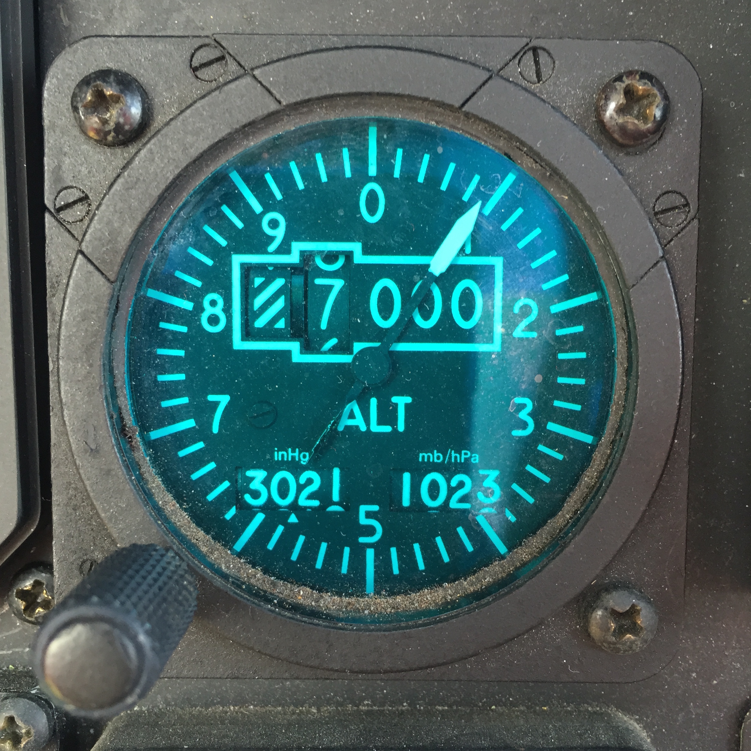 Take a look at this altimeter from a Agusta 106 Power. - Notice the pressure in the lower left is in inHg.