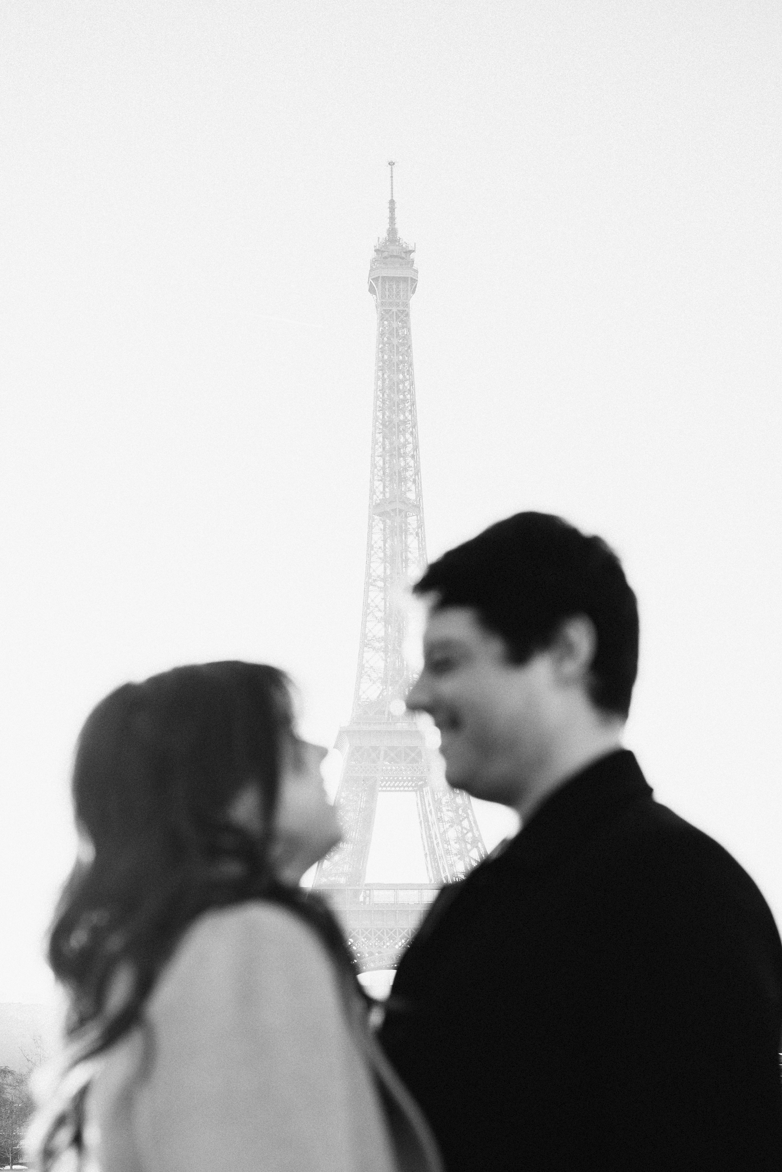 Anniversary-photoshoot-Paris-Trocadero-EiffelTower-Cafe-004.jpg