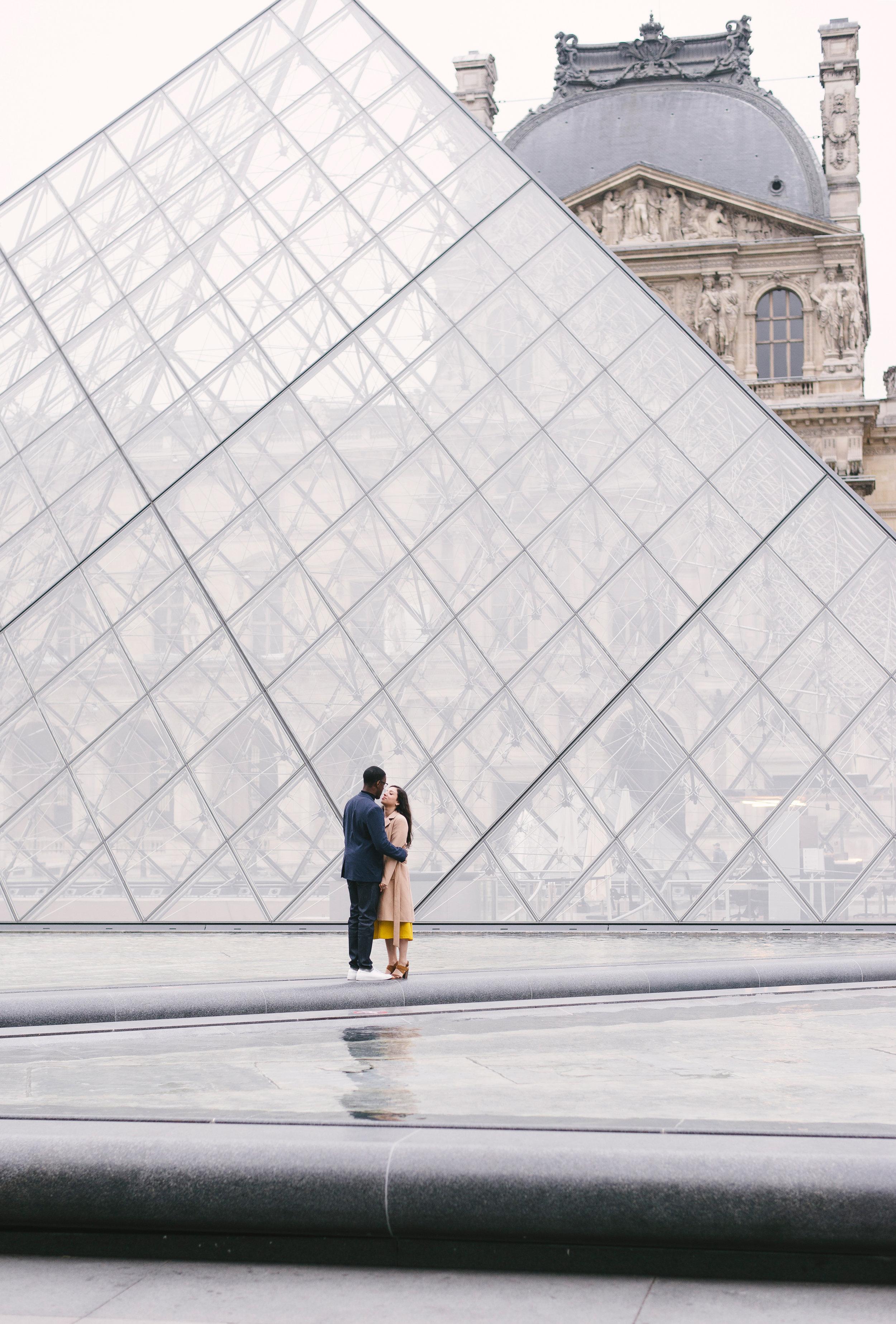 Couple-photoshoot-Paris-Pont-des-arts-Louvre-PalaisRoyale-058.jpg