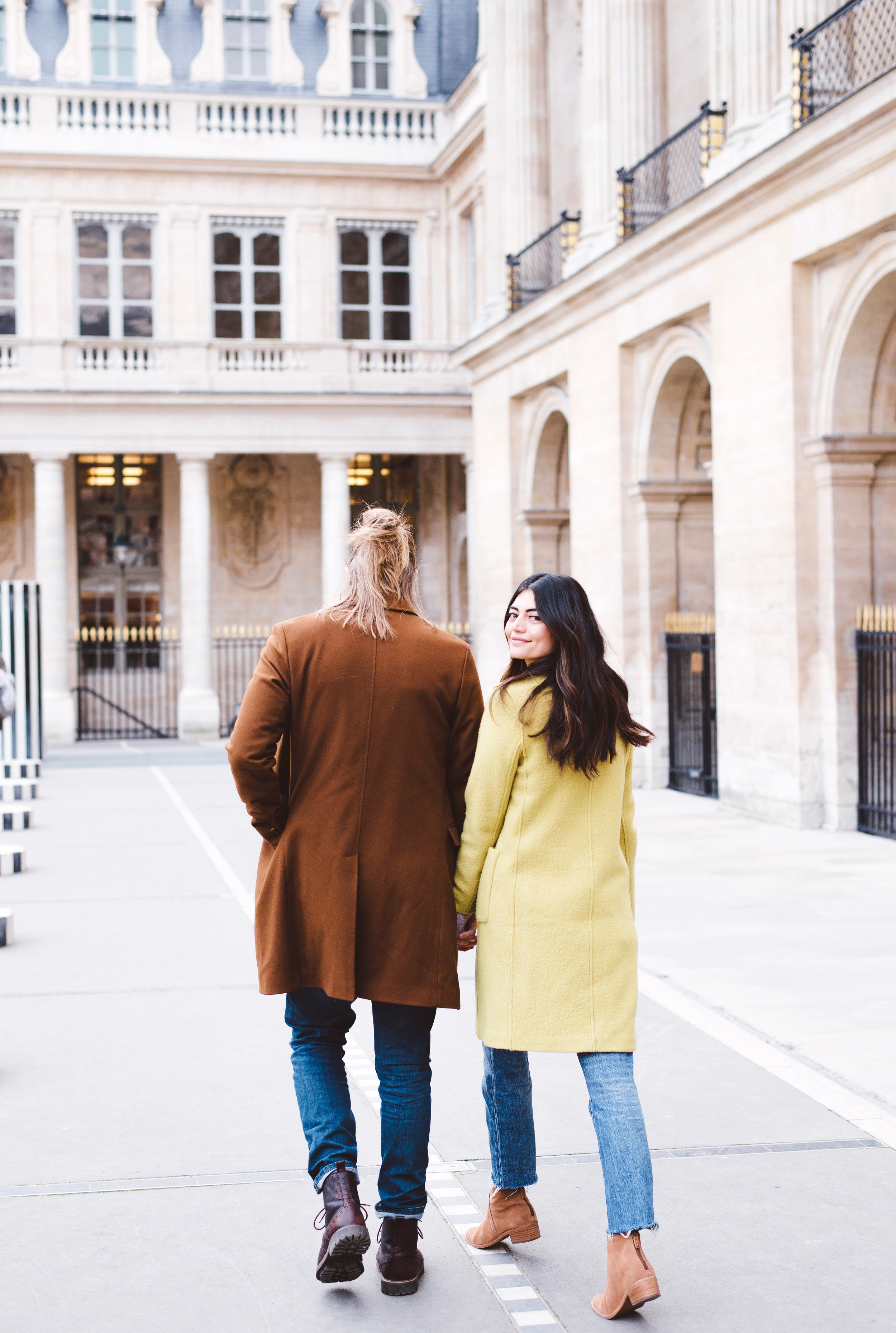 Couple-portrait-session-Paris-Louvre-PalaisRoyal-Seine010.jpg