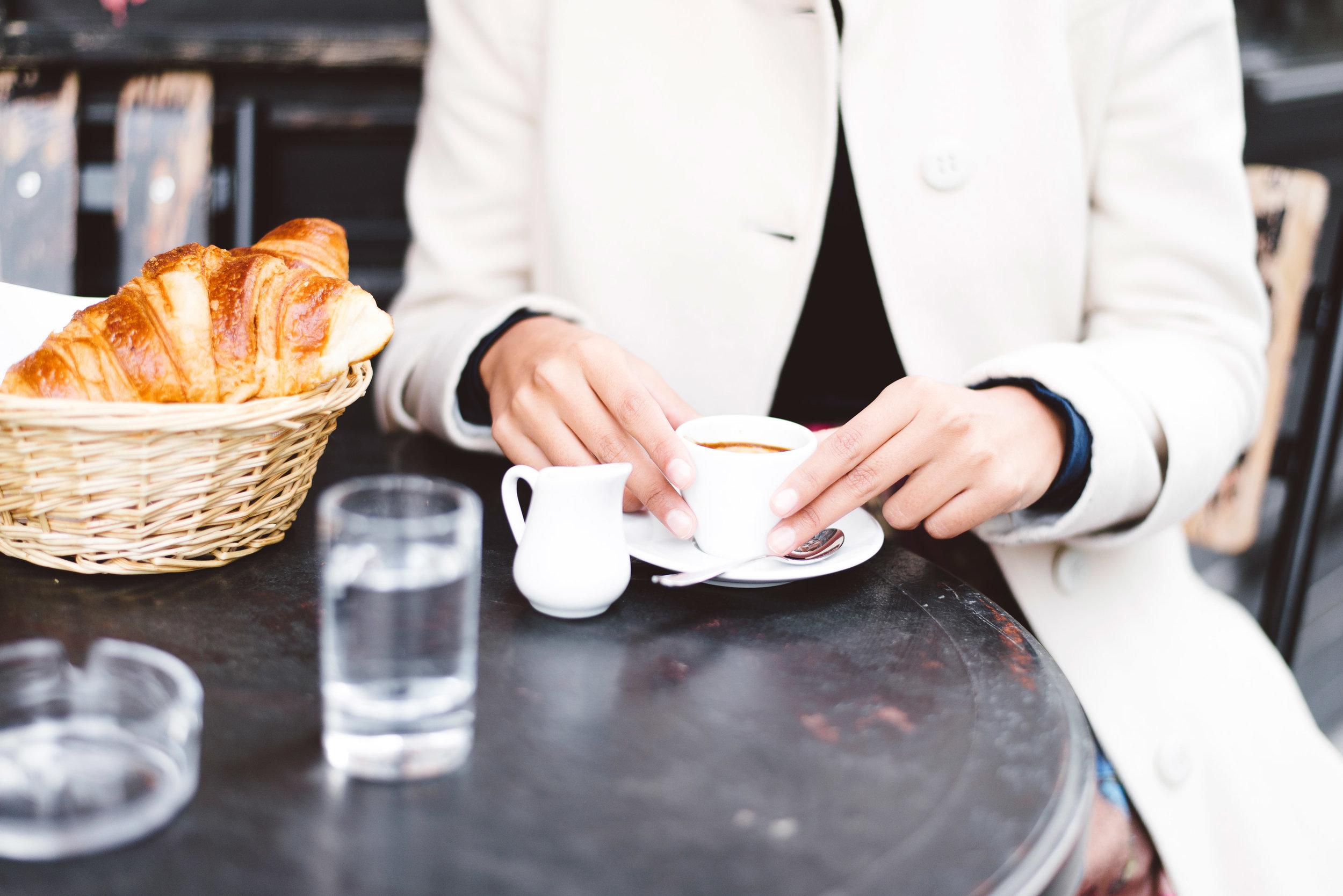 Editorial-photoshoot-ParisIleSaintLouis-Cafe-StRegis-034.jpg